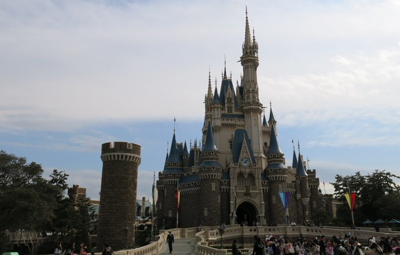 Trip to Tokyo Disneyland and Tokyo DisneySea in 2015 spring, Part 2. Visiting Tokyo Disneyland with small child.