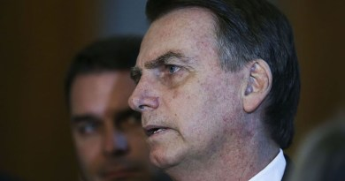 Bolsonaro passa por atendimento médico