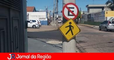 CPFL deixa placas de trânsito rebaixadas