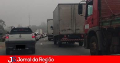 Trânsito tem lentidão na Tancredo Neves