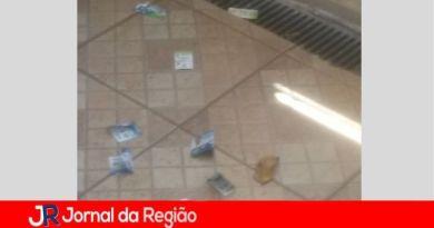 Leitores reclamam da quantidade de santinhos entregues em residências
