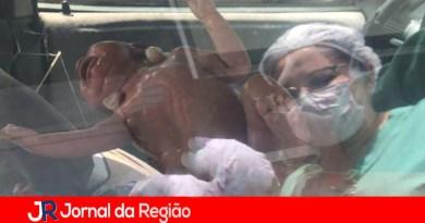 Aylla nasce dentro de carro na porta de hospital