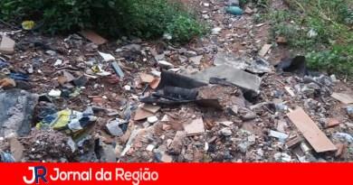 Leitora pede limpeza de viela em Várzea Paulista
