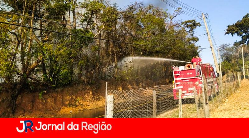 Combate a incêndio em Itupeva. (Foto: Divulgação)