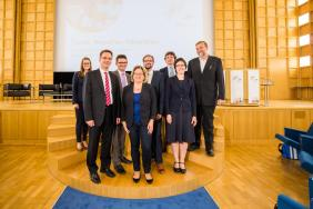 Ministerin Svenja Schulze, die JRF-Forscher (Impulsvorträge), der JRF-Vorstand und eine Vertreterin des Jungen Kollegs der AWK (Moderation).