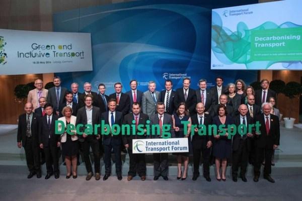 47 Partner beim Start des ITF-Decarbonising Transport Project, darunter Oliver Lah vom Wuppertal Institut. Foto: ITF