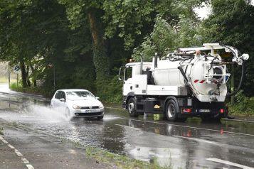 Hand in Hand: Starkregenvorsorge ist nur wirkungsvoll, wenn mehrere Behörden zusammenarbeiten. Foto: IKT