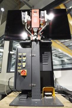 Bild 1: Prym Fashion Ansetzmaschine für Druckknöpfe Gesamtansicht [© David Willms / FIR]