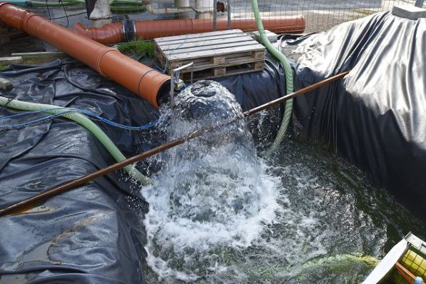 Durchflussmessung: Referenzmessstelle der Kalibrierprüfung am Auslauf zum Tosbecken