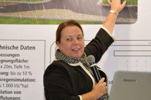 """""""Eine Institution"""": NRW-Umweltministerin Ursula Heinen-Esser hob die Bedeutung des IKT für die Abwassernetzbetreiber hervor."""