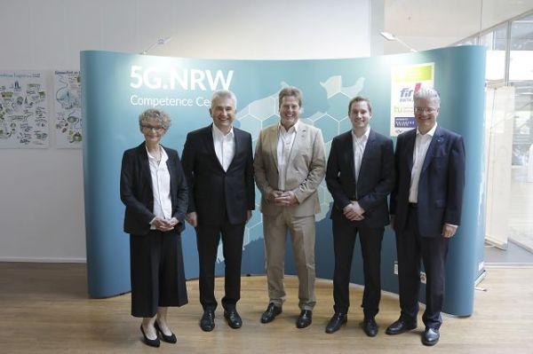 Besuch von Minister Pinkwart am FIR zum Projektstart des Competence Center 5G.NRW [© FIR an der RWTH Aachen]