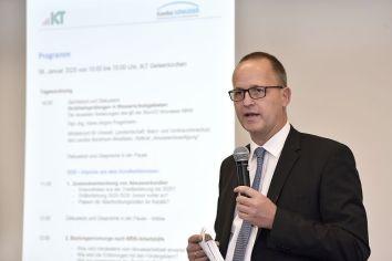 """Seine Vorlesung """"Kanal- und Leitungsbau"""" hält Prof. Bosseler normalerweise vor Studenten der Leibniz Universität Hannover und der Ruhr-Universität Bochum."""