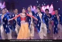 Shraddha Kapoor का 'मनवा लागे' सॉन्ग पर धमाकेदार स्टेज परफॉर्मेंस, बार-बार देखा जा रहा थ्रोबैक Video