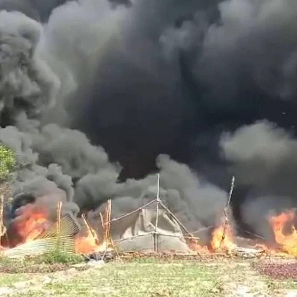 नोएडा में झुग्गियों में आग: सेक्टर -63 की झुग्गी बस्ती में सिलेंडर ब्लास्ट से आग लगी, घर में सो बना रहा 2 और 6 साल की सगी बहनें जिंदा जलीं