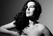 मशहूर अभिनेता और अभिनेत्री की बेटी ने अपनी नवीनतम टॉपलेस तस्वीरों पर ट्रोल पर प्रतिक्रिया दी