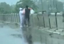 यूपी से सामने आया हैरान करने वाला VIDEO, नदी में फेंक रहे थे कोरोना संक्रमित का शव