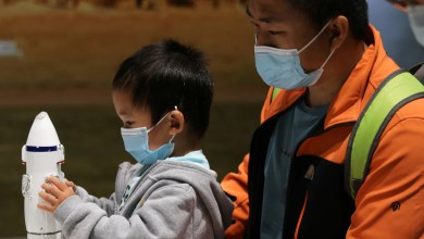 चीन बड़े पैमाने पर कोरोनावायरस परीक्षण के लिए म्यांमार के पास काउंटी बंद कर रहा है