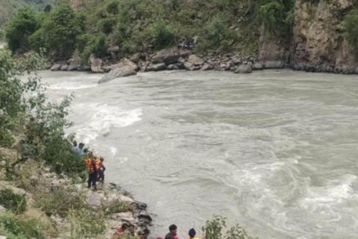 नेपाल में करनाली नदी में नाव पलटी, तीन बच्चे समेत छह लापता