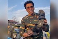 सोनू सूद श्रीनगर की दुकान में बेचते दिखे जूते-चप्पल, बोले