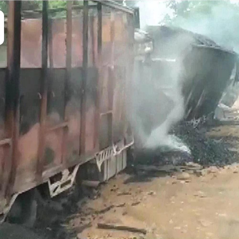 फिर हिंसा में मिला:7 आग में जिंदा, 5 चालक जल गए;  पुलिस विद्रोही गुट डीएनएला पर शक