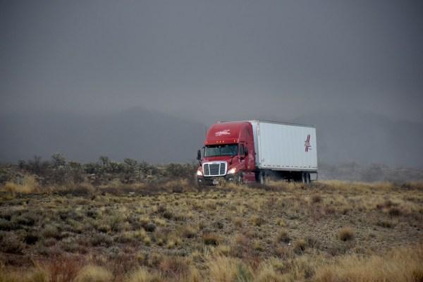 Ramos de combustíveis, têxtil, alimentícios, autopeças e construção são os que mais contratam seguro transporte