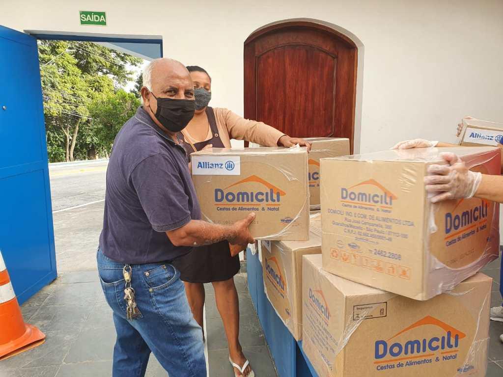 Allianz Seguros promove novas doações de cestas básicas à Comunidade Santa Rita / Divulgação