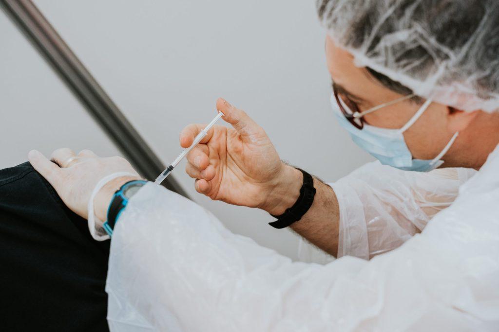Pacientes oncológicos aguardam priorização no plano de imunização