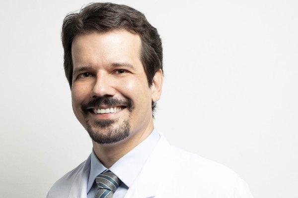 Dr. Marcelo Valadares é médico neurocirurgião e pesquisador da Disciplina de Neurocirurgia da Faculdade de Ciências Médicas da Unicamp e do Hospital Albert Einstein / Divulgação
