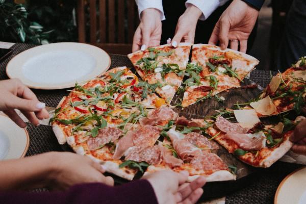 Tipos de seguros para segurança financeira de uma pizzaria delivery