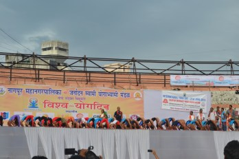 21st June JS Yog International Yoga Day Yashwant Stadium, Nagpur CM Devendra Fadnavis Union Minister Nitin Gadkari_43