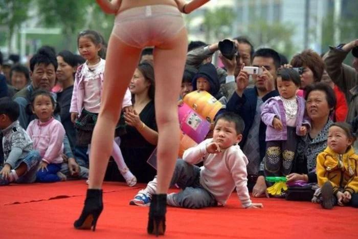 Chinoise en petite tenue