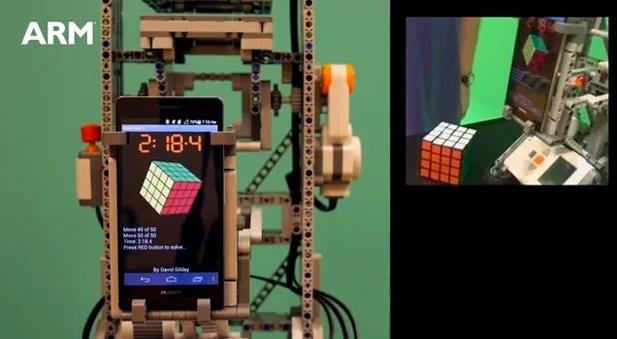 l'huawei ascend p6 résout le rubik's cube