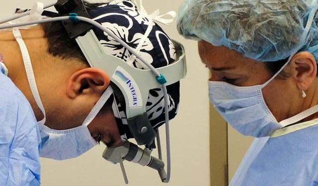 opération chirurgicale du cerveau