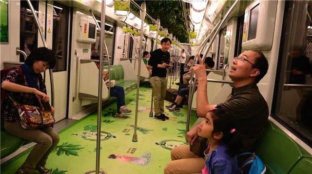 métro de Shanghai décoré de plantes