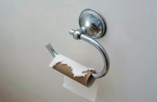 un chinois 224 court de papier toilette appelle la 224 l aide