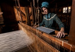 Editorial - Working an antique loom .