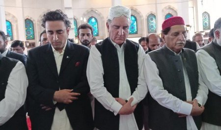 Muzfar Abad , FM Shah Mehmood Qurashi,Chairman Peoples Party,PM AKJ Raja Farouqe Haider Praying Nimaz e Eid ul Azha in 12th August 2019,