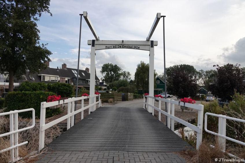 Een brug bij Fort bij De Kwakel tijdens mijn wandeling van het Fortenpad van Wandelnetwerk Amstelland/Noord-Holland