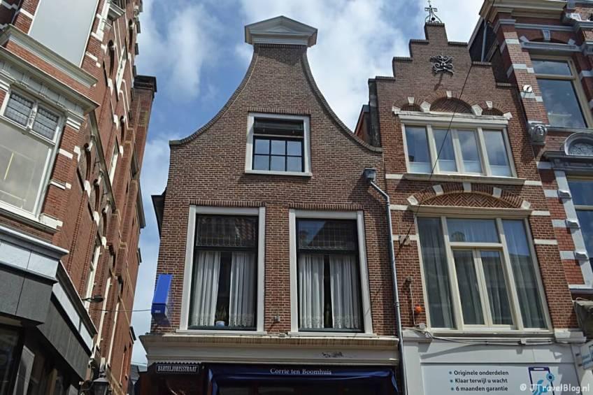 Corrie ten Boomhuis tijdens de Vrijheidswandeling in Haarlem
