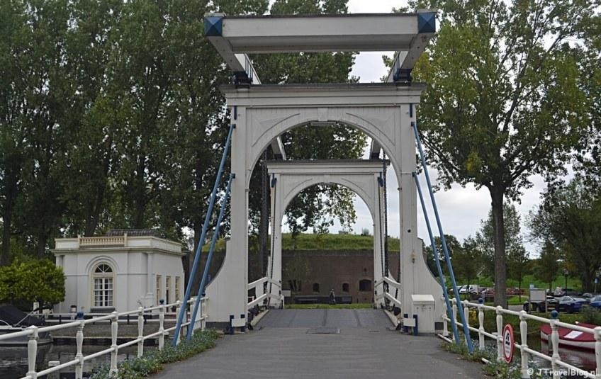 De Lange Vechtbrug in Weesp tijdens de 3e etappe van het Westerborkpad