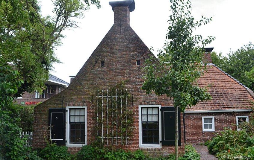 De eenkamerwoning in Openluchtmuseum Het Hoogeland in Warffum