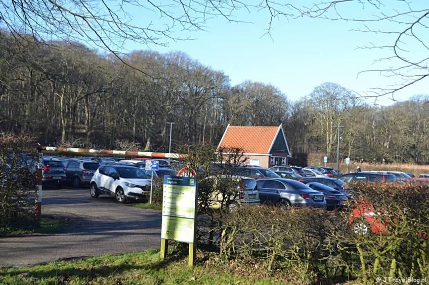De parkeerplaats van Buitenplaats Leyduin in Vogelenzang