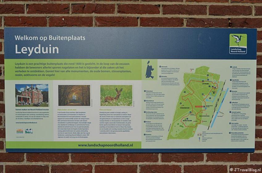 Een informatiebord op Buitenplaats Leyduin in Vogelenzang
