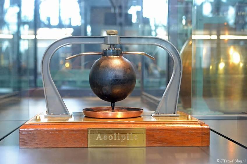 De stoommachine Aeolipile in het Cruquius Museum