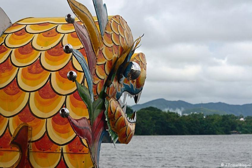 De Drakenboot op de Parfumrivier in Hué