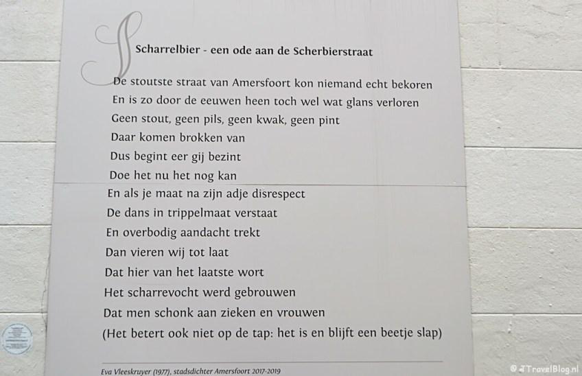 Een muurgedicht in Amersfoort tijdens de 9e etappe van het Westerborkpad