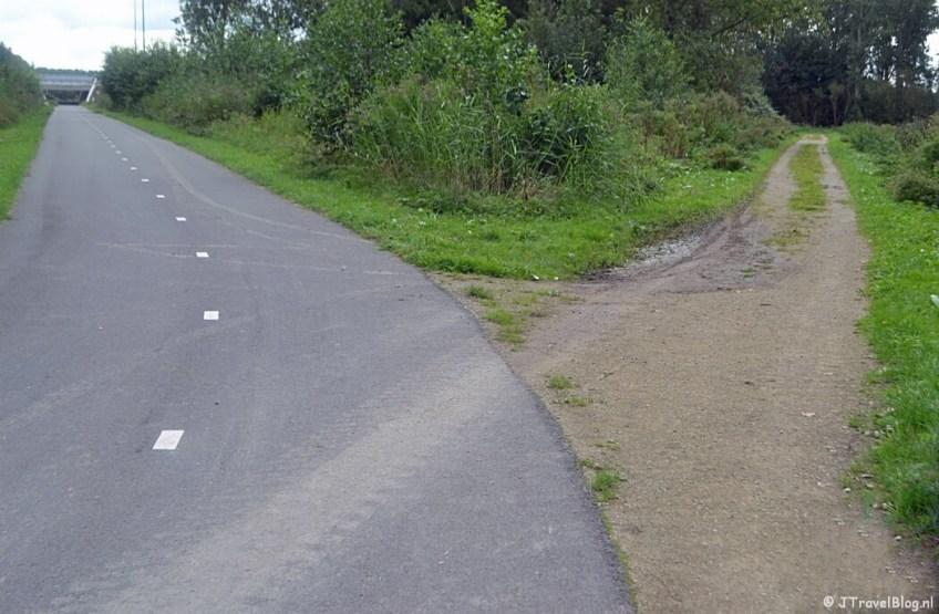 Een kruising van paden in het Diemerbos tijdens de 2e etappe van het Westerborkpad