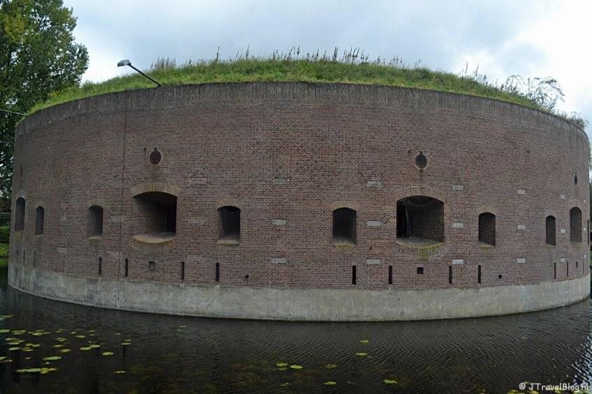 Fort Ossenmarkt in Weesp tijdens de 3e etappe van het Westerborkpad