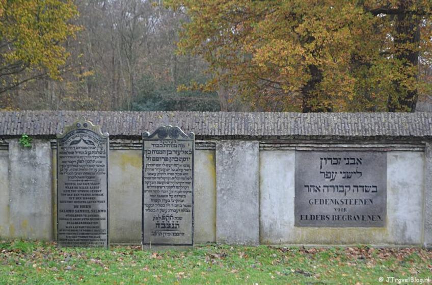 De Joodse Begraafplaats in Muiderberg tijdens de 4e etappe van het Westerborkpad
