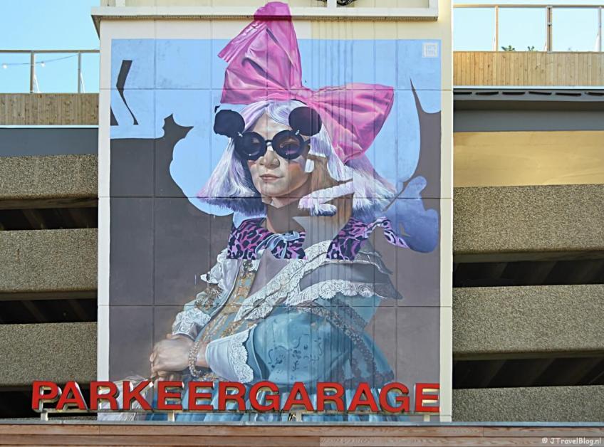 Streetart op de muur van Parkeergarage De Kamp in Haarlem